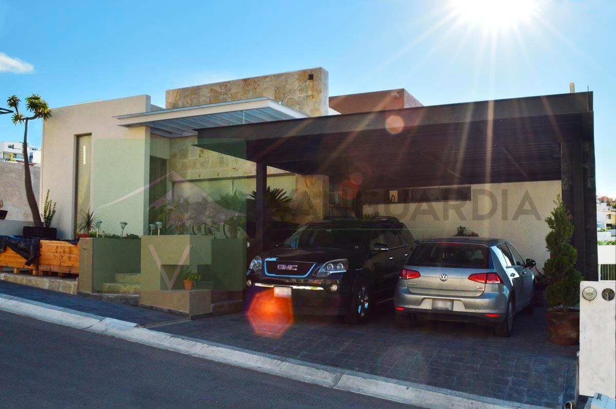 Residencia Contemporánea de 3 plantas  con vista espectacular – Querétaro   Cumbres Del Cimatario