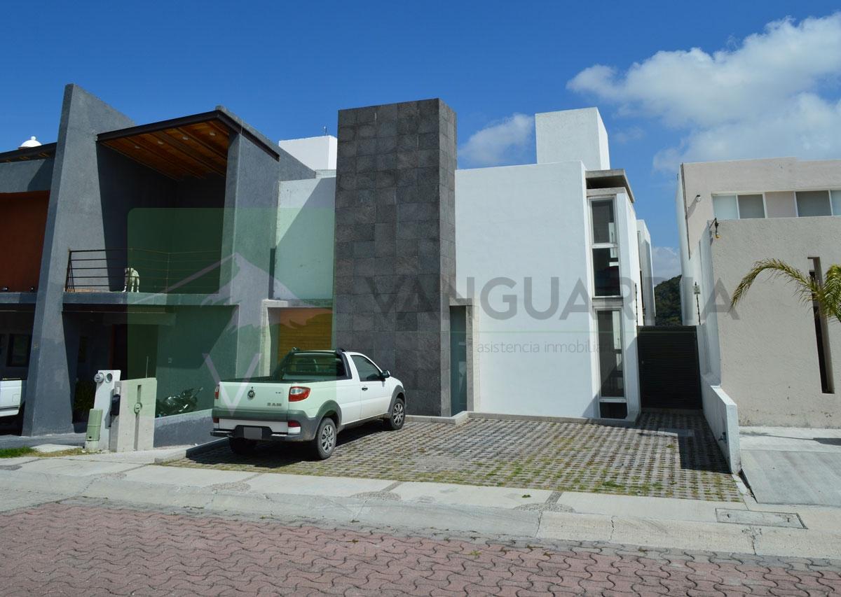 Moderna Residencia de 3 Niveles, Preciosa vista a la ciudad y a Reserva Natural. – Querétaro | Cumbres Del Cimatario