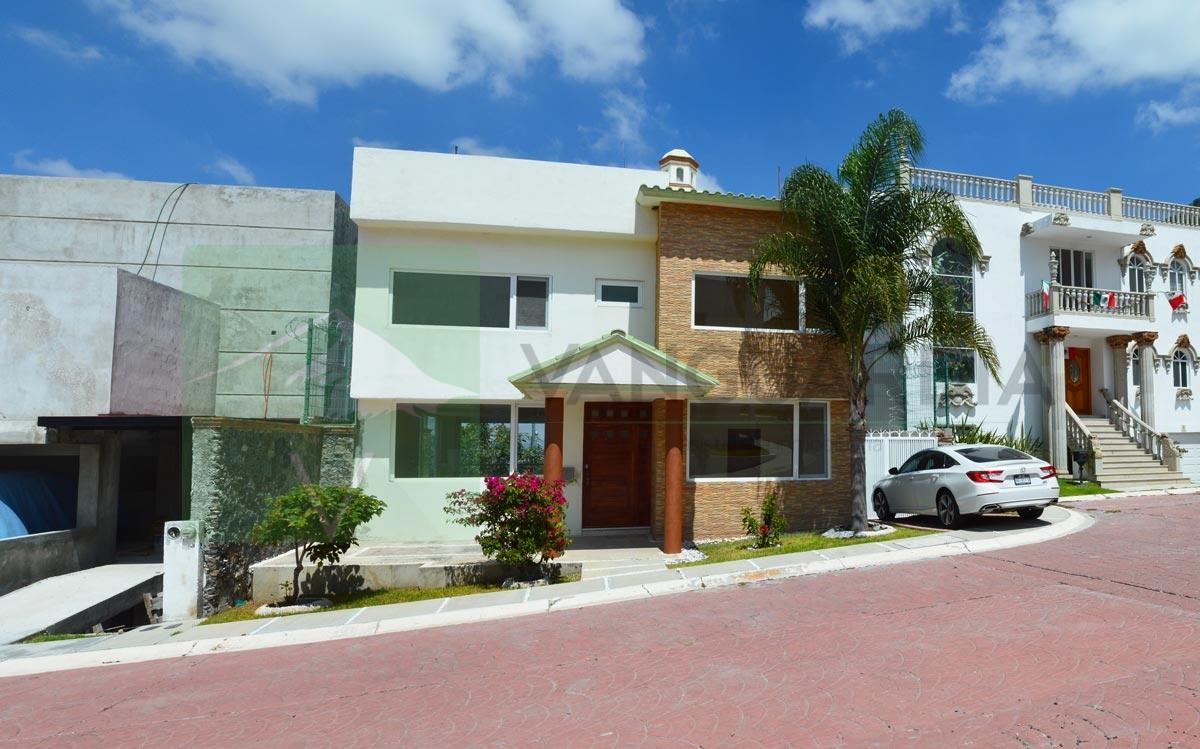 Amplia Casa con Estudio o recamara adicional en planta baja, además de preciosa vista a la ciudad y a Reserva Natural. – Querétaro | Cumbres Del Cimatario