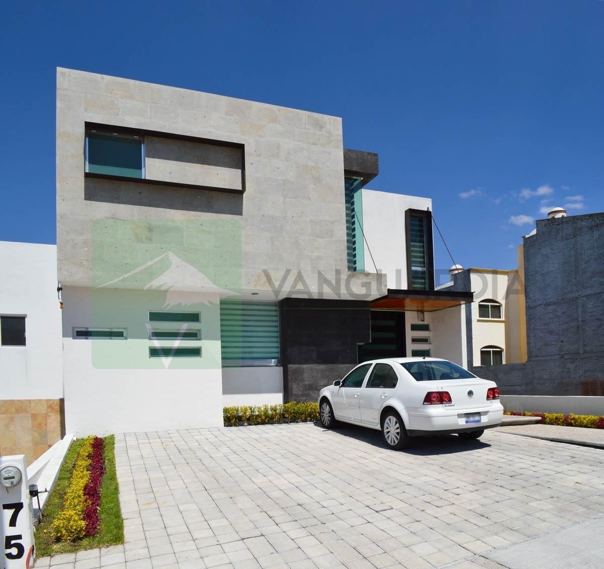Amplia Casa en Venta con Sotano, 3 Habitaciones y Terraza con Increible vista a la ciudad. – Querétaro | Cumbres Del Cimatario