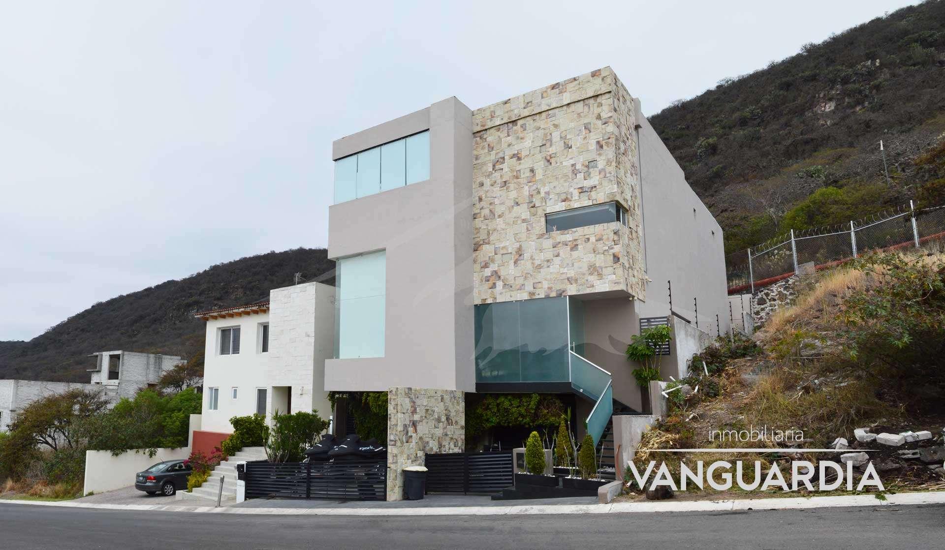 Increíble Residenciacon alberca y terraza con área de juegos y cine. – Querétaro   Cumbres Del Cimatario