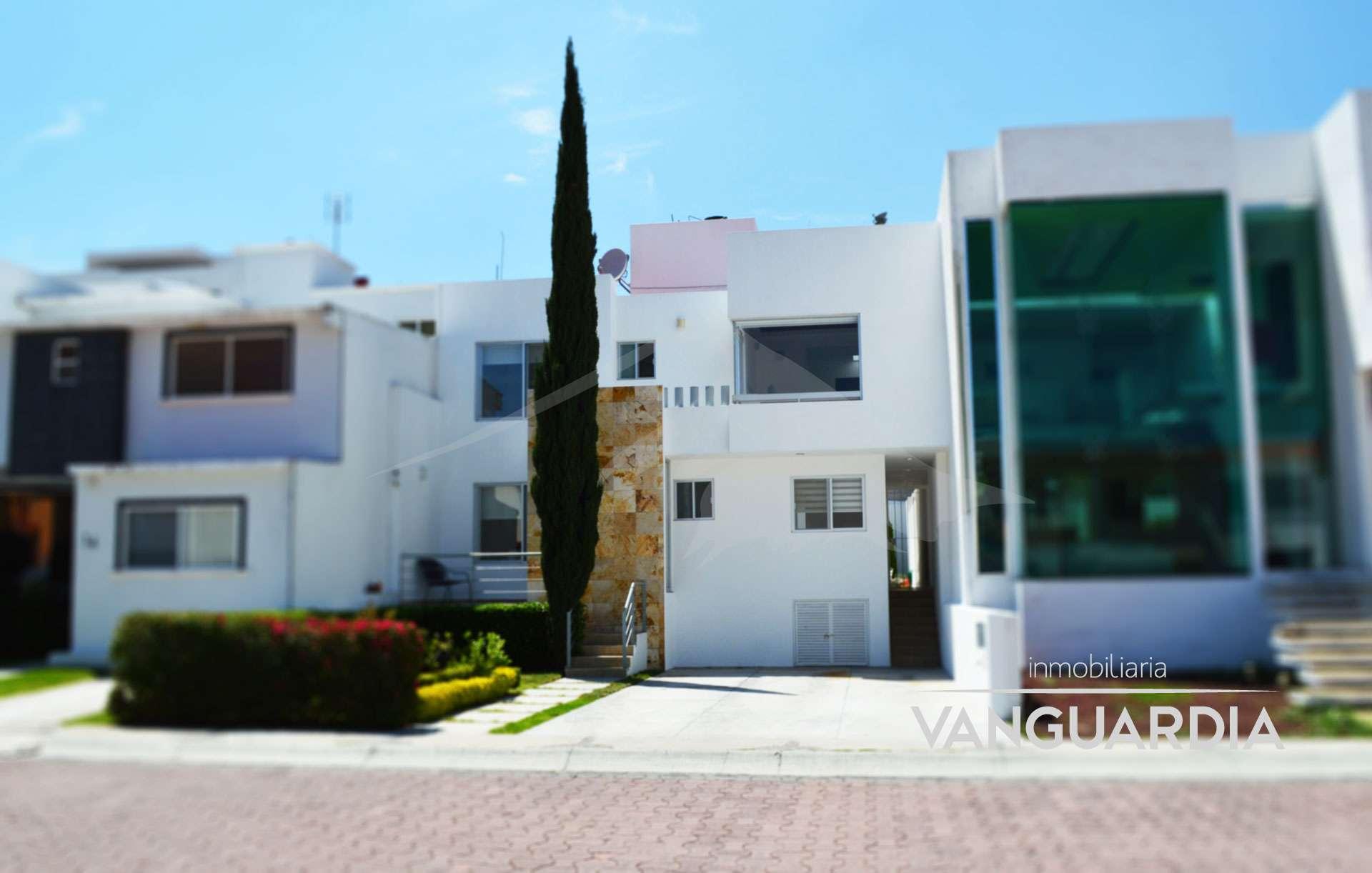 Preciosa casa con estilo moderno y elegantes acabados.– Querétaro | Cumbres Del Cimatario