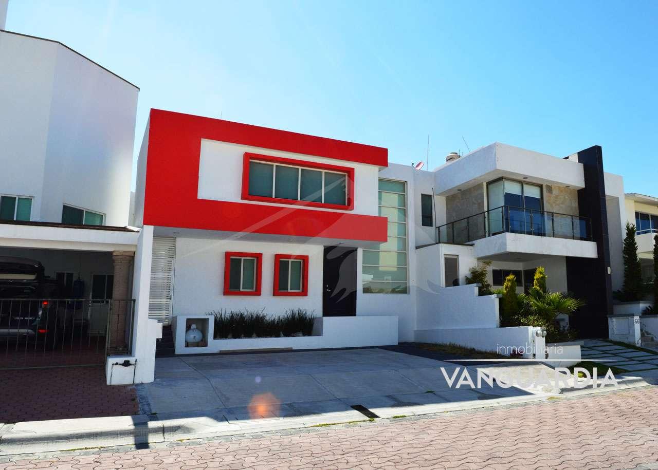 Amplia casa en venta iluminada de manera natural.– Querétaro | Cumbres Del Cimatario