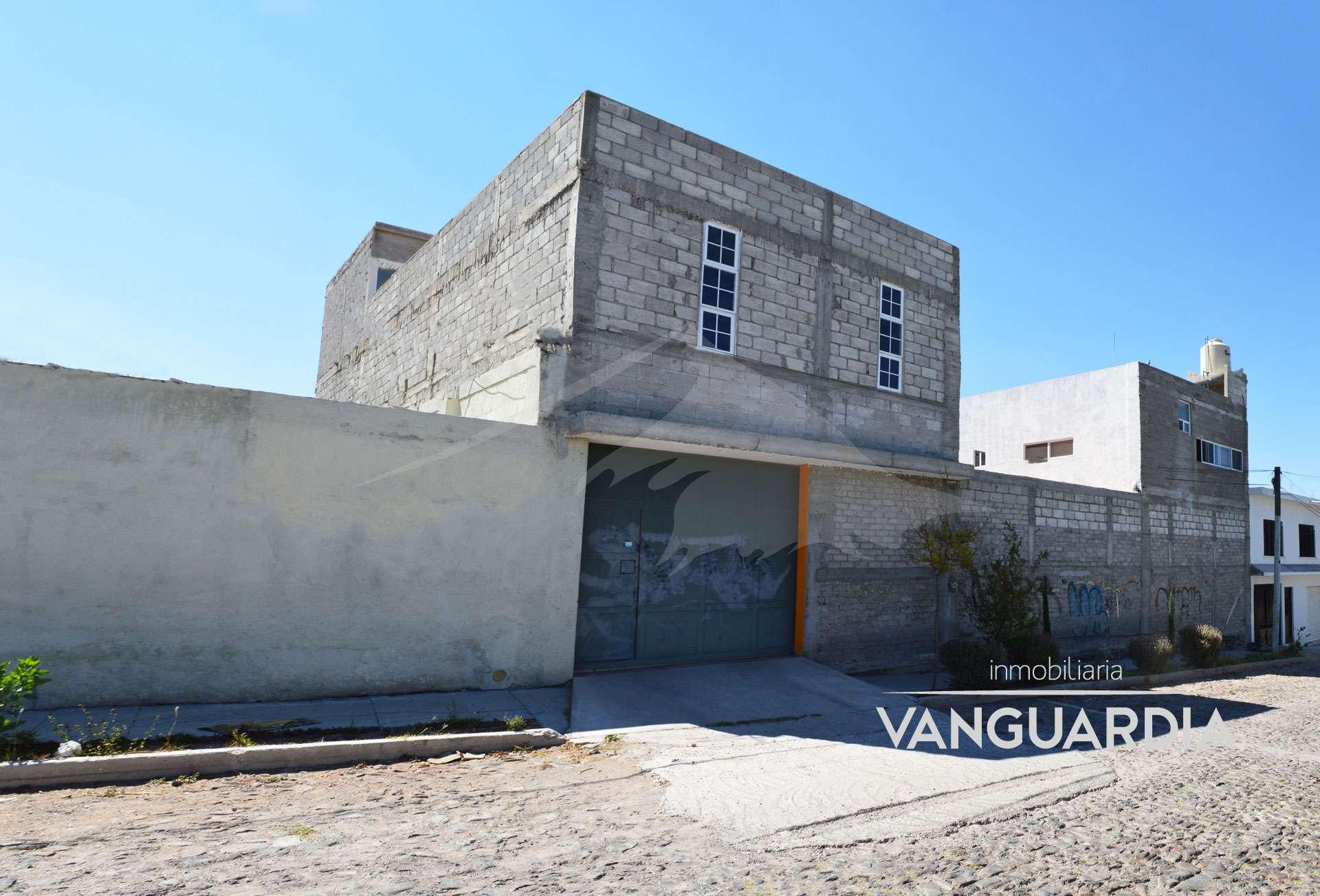 Amplio local en renta equipado para taller mecanico con departamentos independientes. – Querétaro | San José el Alto