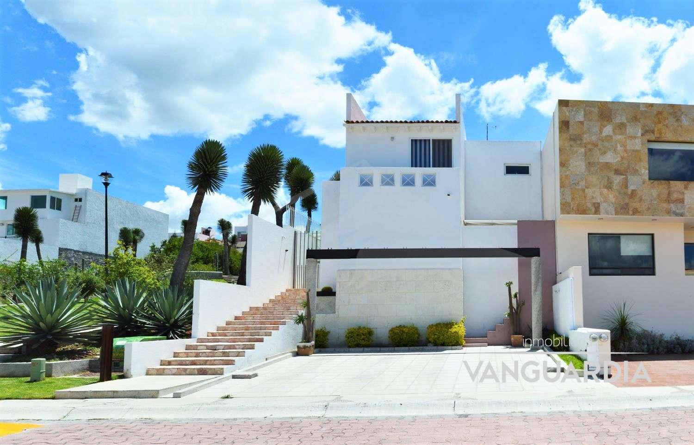 Hermosa Casa Con 3 Habitaciones, Patio Y Espectacular Vista Panorámica. – Querétaro | Cumbres Del Cimatario