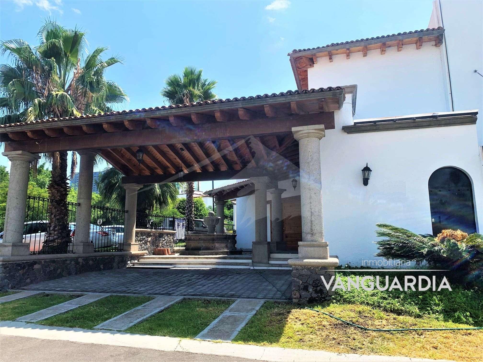 Preciosa casa con habitación en planta baja – Querétaro | Claustros del Sur