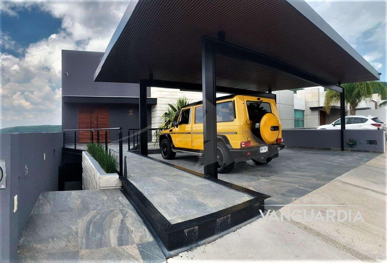 Preciosa casa en 4 niveles con alberca en acabados de lujo – Preciosa vista. – Querétaro | Cumbres Del Cimatario