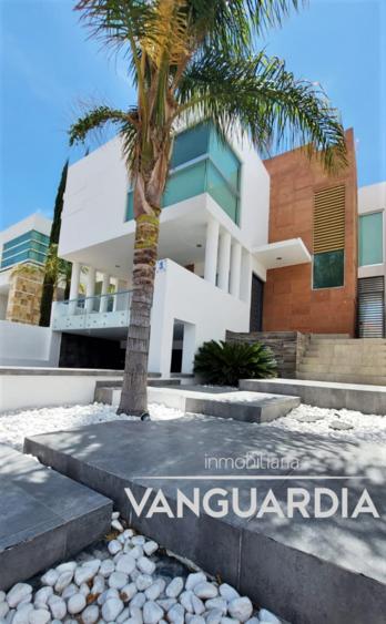 Moderna casa en Venta con 3 amplias recamaras.– Querétaro   Cumbres Del Cimatario