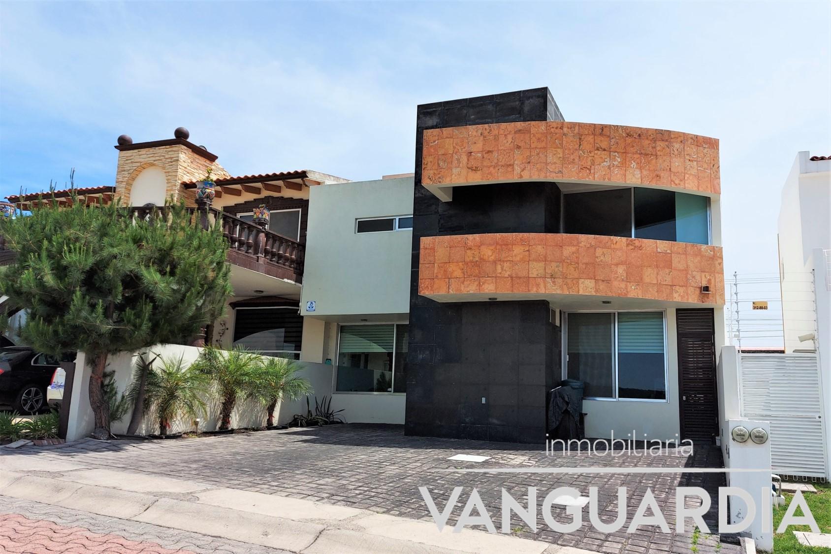 Casa en venta con recamára en PB y amplio jardín.– Querétaro   Cumbres Del Cimatario