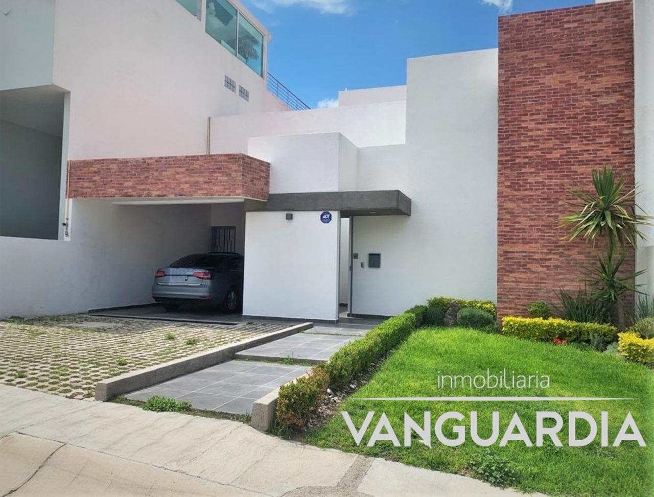 Casa en Venta con amplia recámara en PB.- Querétaro | Cumbres del Cimatario.