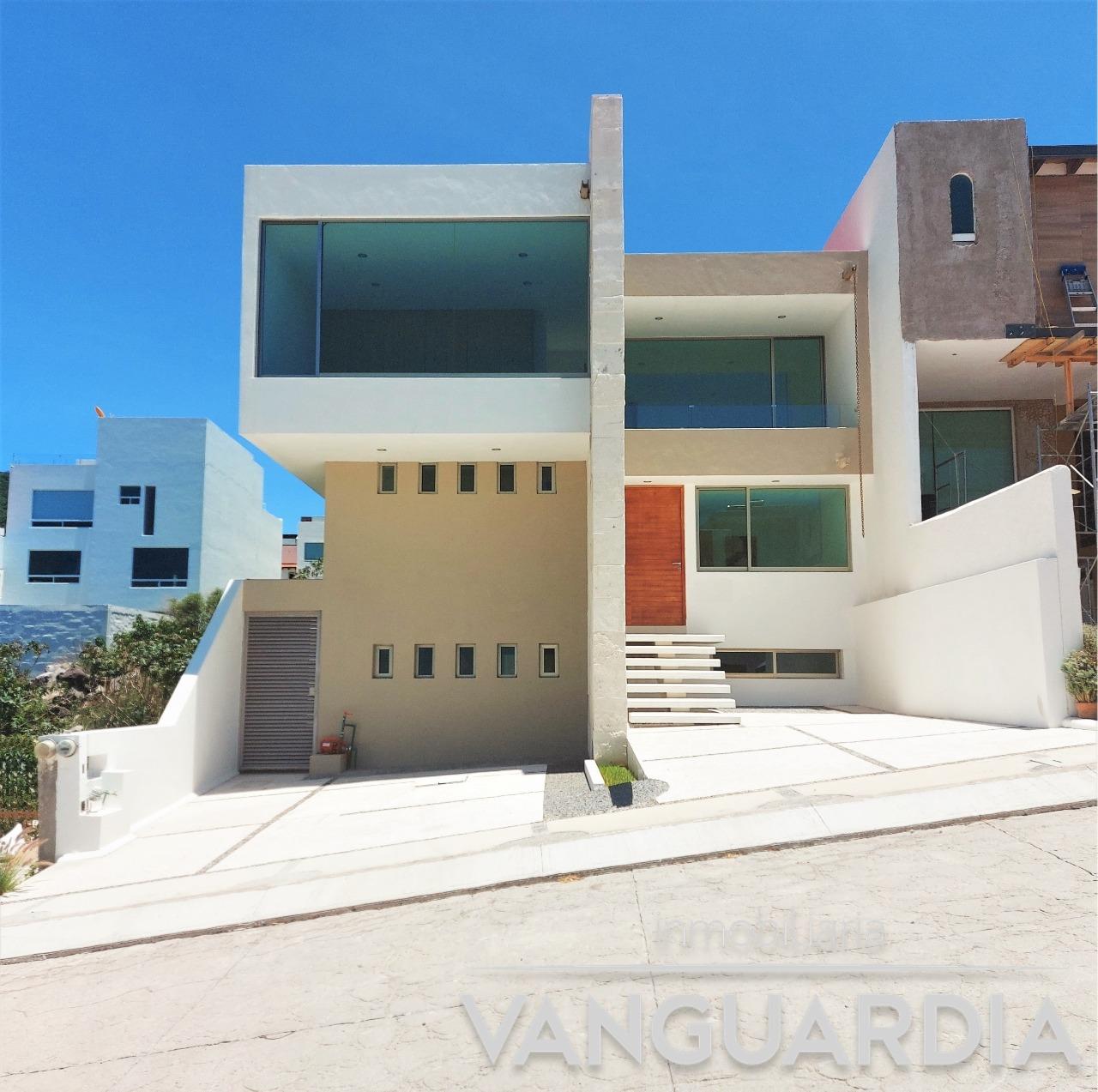 Preciosa casa en venta con finos acabados con amplia cocina y Sotano. Cumbres del Cimatario, Querétaro.