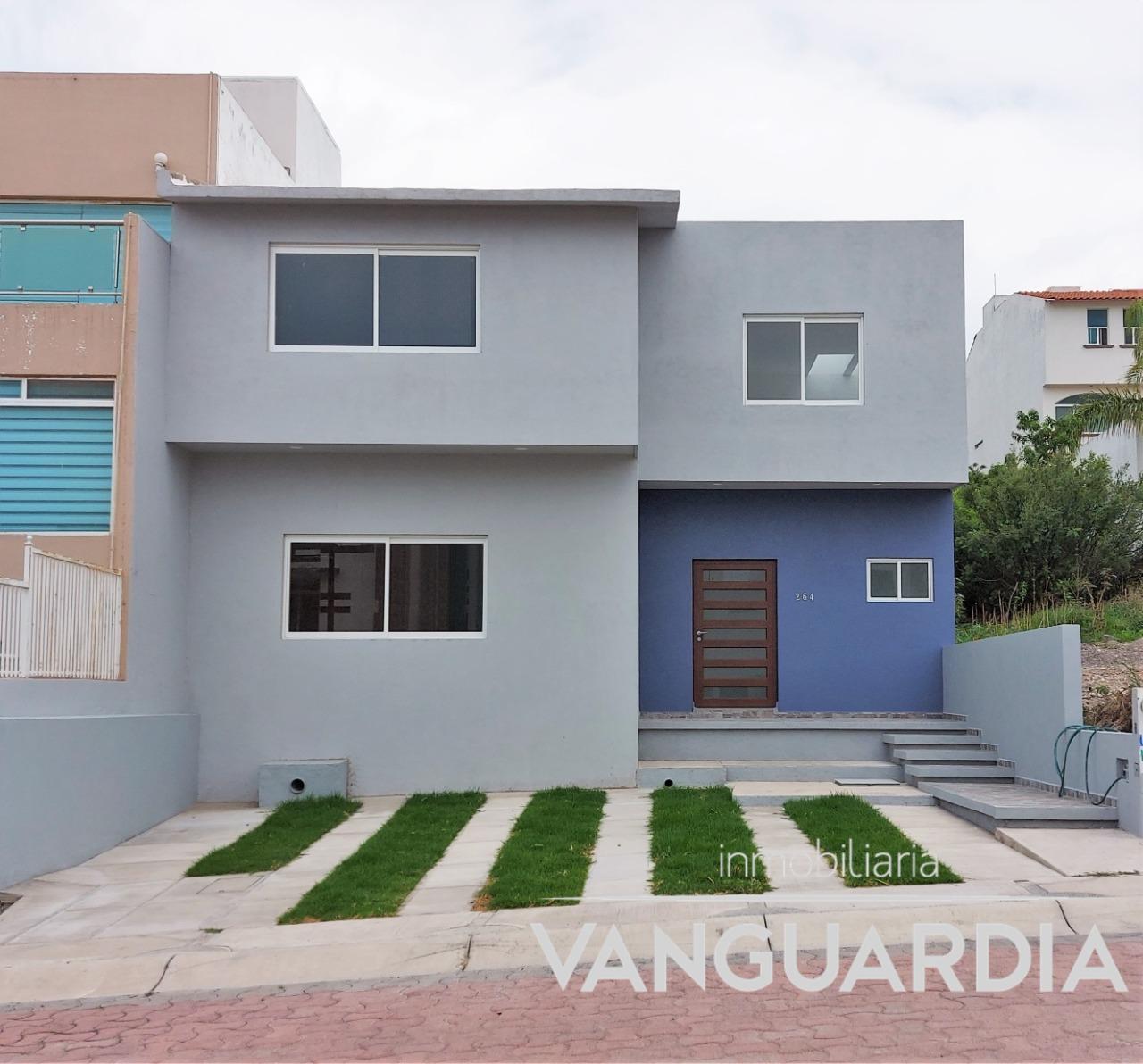 Casa en Renta con recámara en PB. Cumbres del Cimatario, Querétaro.
