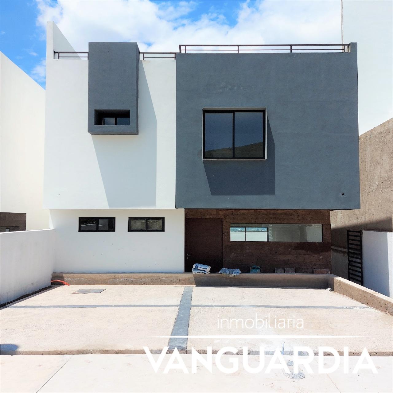 Preciosa casa en venta con Roof Garden y sala de TV. – Querétaro   Cumbres Del Cimatario